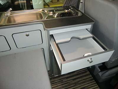 Campingbus SportCamper Fun auf Volkswagen Transporter 5 - die Küche
