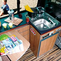 Campingbus Reimo TravelStyle mit extragroßer Küche