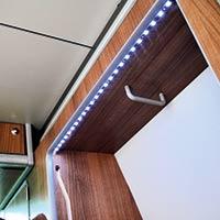 Campingbus Reimo TravelStyle - beleuchteter Kleiderschrank