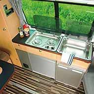 Campingbus VW T5 TrioStyle - der Küchenblock (Abb. zeigt Kombi langer Radstand)