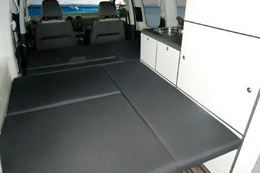 Minicamper Camp Maxi auf Volkswagen Caddy - das Doppelbett