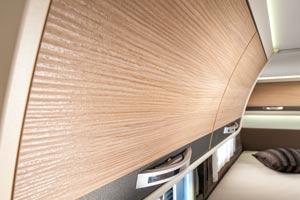 Wohnmobil adria compact mit slideout kompakte form und for Wohnmobil innendesign