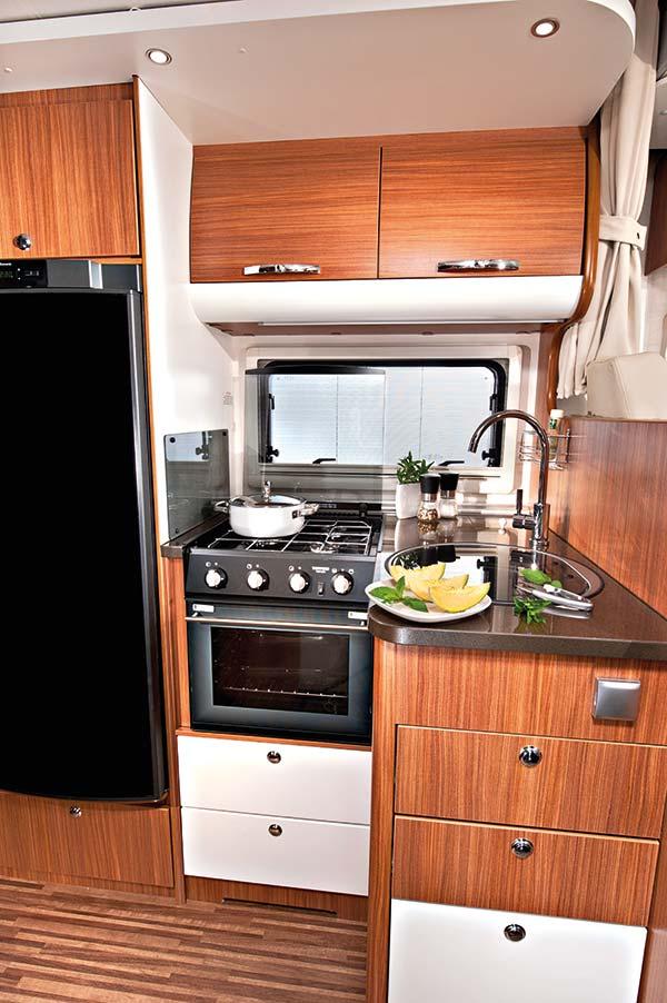 wohnmobil adria matrix plus der ger umige praktische. Black Bedroom Furniture Sets. Home Design Ideas